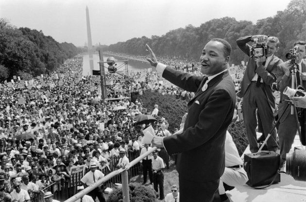 The civil rights leader Martin Luther KIng (C) waves to supporters 28 August 1963 on the Mall in Washington...