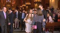 La regina Sofia vuole farsi la foto con le nipotine, ma la nuora Letizia glielo
