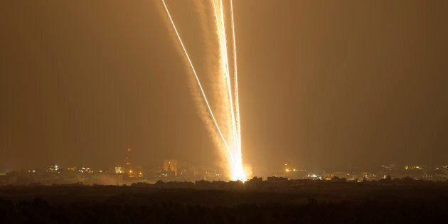 Israele bombarda Gaza dopo i razzi lanciati da Hamas su Sderot: tre morti. Fonte militare israeliana:...