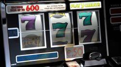 Sparatoria in una sala slot del Bergamasco: 2 morti, banditi in