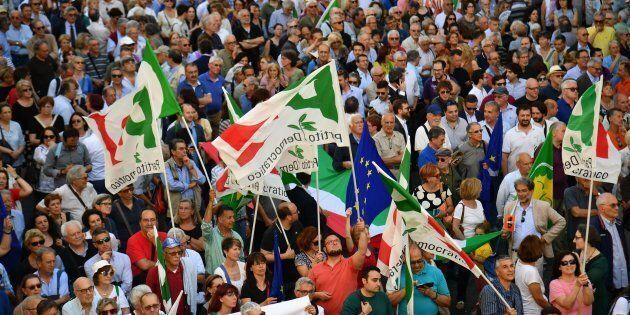 Un campo democratico largo, ma chiaro contro i seminatori d'odio. Non bastiamo da