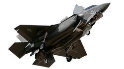 Obiettivo del governo ridurre del 40% gli F35. Di Maio aggiusta il tiro: