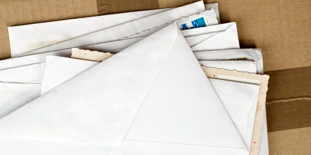 Buste con polvere urticante intercettate in un ufficio postale, 4 addetti in