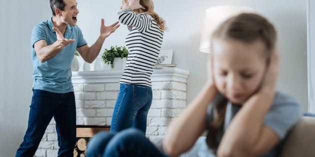 Cosenza: tenta di strangolare la moglie, si ferma per pianto figlia 9