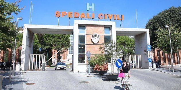 Neonato morto a Brescia: 16 indagati tra medici e