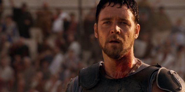 Russell Crowe ha messo l'armatura da Gladiatore all'asta per pagare le spese del