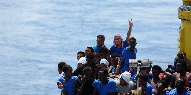 Migranti: in luglio gli arrivi calati dell'83% in Italia, raddoppiati in Spagna. I dati di