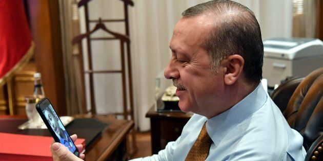 La lira turca rifiata, Erdogan annuncia boicottaggio prodotti elettronici