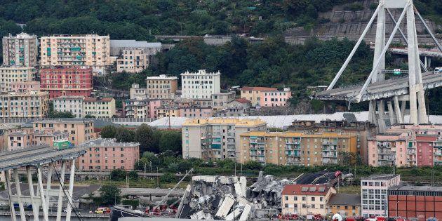 The collapsed Morandi Bridge is seen in the Italian port city of Genoa, Italy August 14, 2018. REUTERS/Stefano