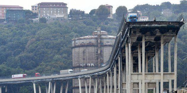 Un ponte pieno di