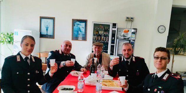 Veniva schiavizzato dai vicini: anziano trascorre le festività con i carabinieri che lo hanno