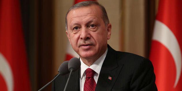 La lira turca prosegue una lenta risalita, Ankara convoca call con investitori