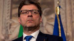 Accordo M5s-Lega: divisi a parole, uniti nei fatti. Il leghista Giorgetti alla guida della commissione Speciale della Camera....
