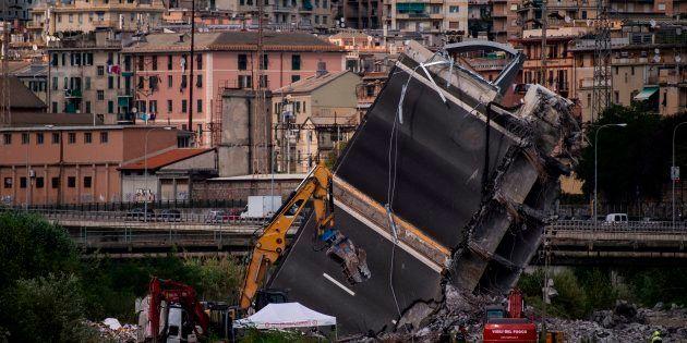 Tra gli sfollati di Genova.
