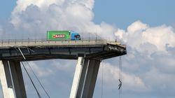Le immagini della rimozione di 'Basko': il camion simbolo del crollo del ponte