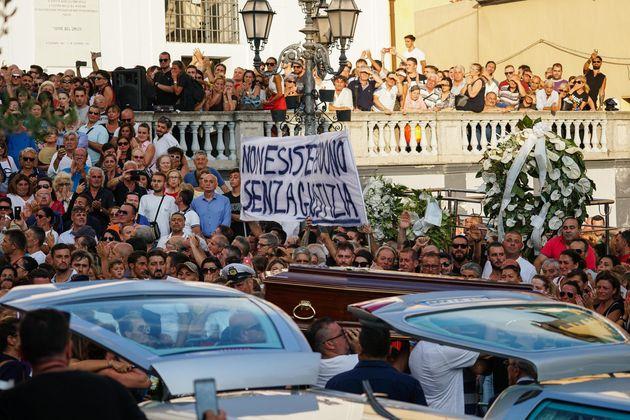 Un momento del funerali dei quattro ragazzi deceduti in seguito al crollo del ponte Morandi a Genova....