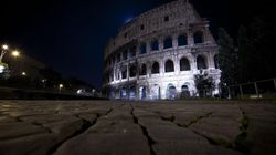 Roma abbraccia Genova: nel giorno dei funerali, si spengono Colosseo, Trevi e