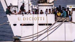 La nave Diciotti resta in mare con 177 migranti, Toninelli: