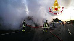 Ancora un autobus in fiamme a Roma, è il 18esimo dall'inizio