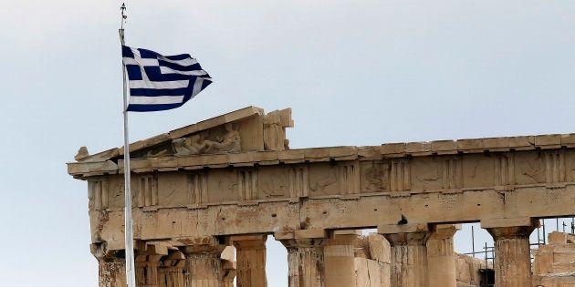 Primo giorno senza troika: la Grecia esce dall'ultimo piano di salvataggio. Moscovici: