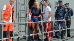 Cade da una nave da crociera, salvata dopo 10 ore in mare: