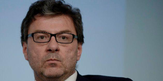 Giancarlo Giorgetti frena M5S sulla nazionalizzazione delle autostrade: Non credo che con Stato funzioni