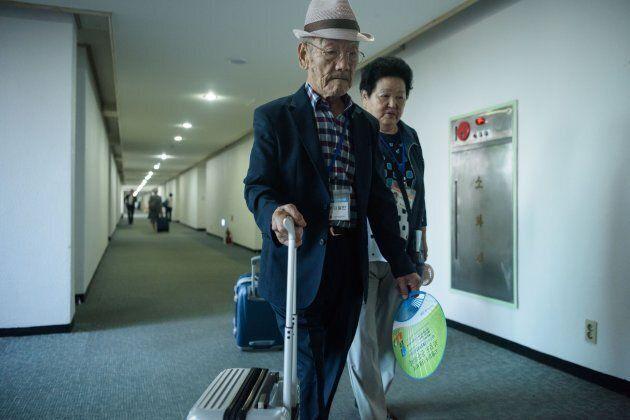 Queste foto mostrano dramma e riconciliazione delle famiglie coreane divise dalla