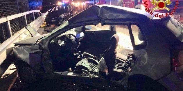 Branco di cinghiali provoca un incidente sulla A1: un morto e 10