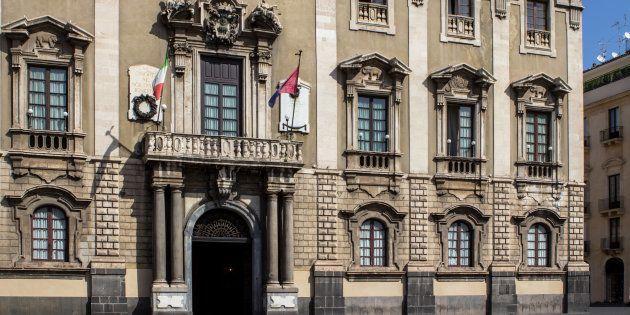 Dissesto finanziario a Catania, incoerenze temporali e politica