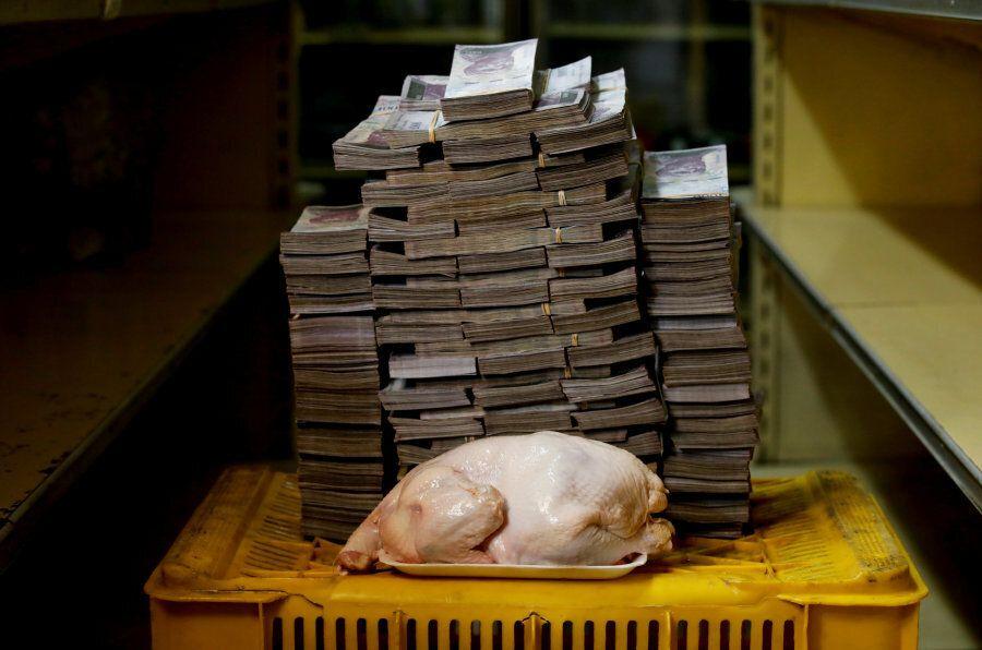 Quanto costa un kg di pomodori in Venezuela? Queste foto mostrano come la moneta è diventata carta