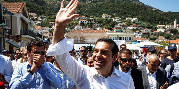 Tsipras saluta la Troika dal porto di Itaca: