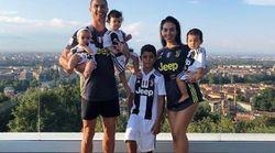 La foto della famiglia di Cristiano Ronaldo in bianconero fa impazzire i social: 1 mln di like in 10
