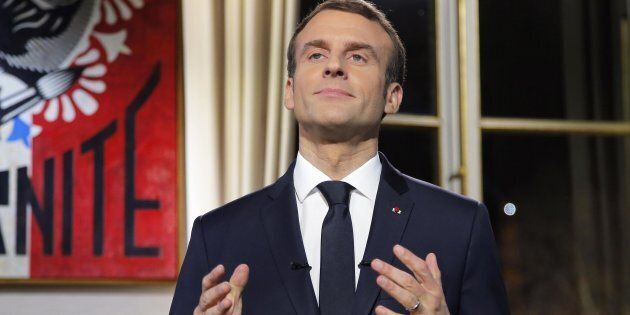 Ei fu. Del Macron Napoleone non rimane più