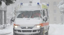 Ambulanza bloccata per strada dalla neve, muore anziana a