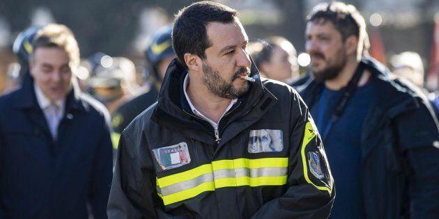 Matteo Salvini denunciato dal sindacato dei pompieri per