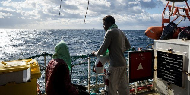 Migranti, Conte pronto ad accogliere 15 persone a bordo di Sea Watch e Sea
