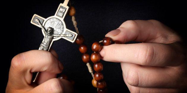 250 preti a Roma per un corso sull'esorcismo. Ogni anno in Italia se ne praticano circa