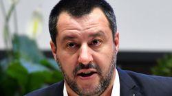 Salvini implacabile con gli immigrati e indulgente con i