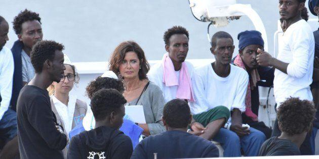 Laura Boldrini a bordo della Diciotti:
