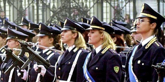 Poliziotte nei Reparti Mobili a fare ordine