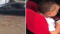 La macchina viene travolta dal nubifragio, il poliziotto salva il bimbo a