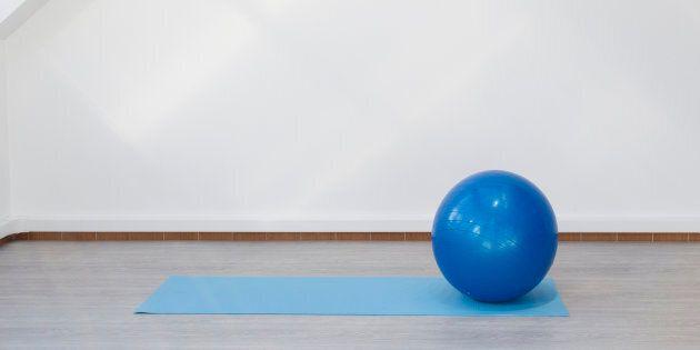 Un medico ha ucciso moglie e figlia con una palla da yoga