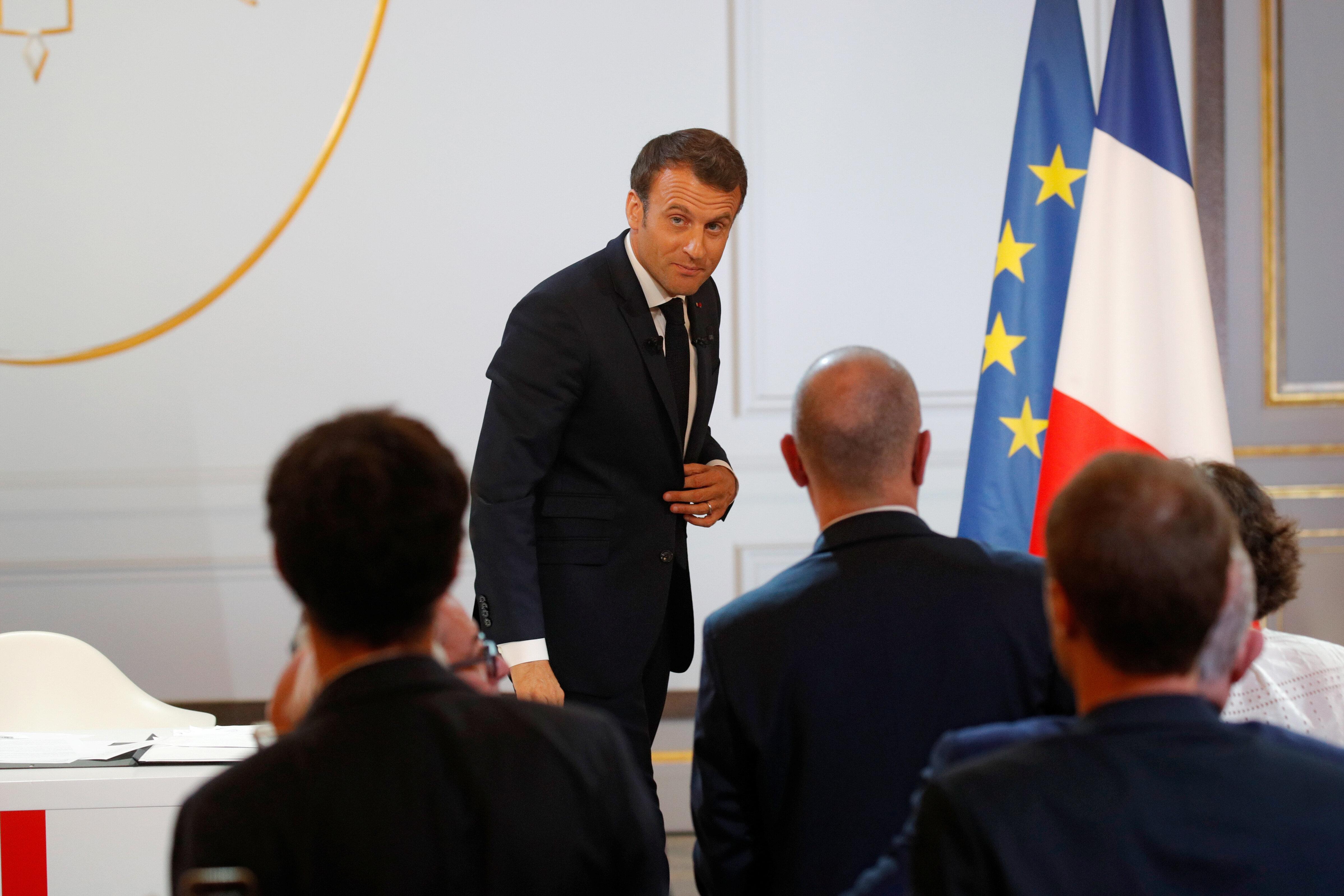"""""""L'art d'être Macron"""": des mesures, un calendrier et pas de"""