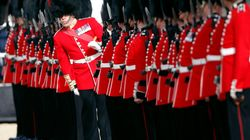 Sorpresa a Buckingham Palace: la guardia reale suona