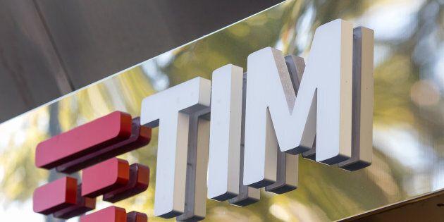 Il management di Tim contro il fondo Elliott:
