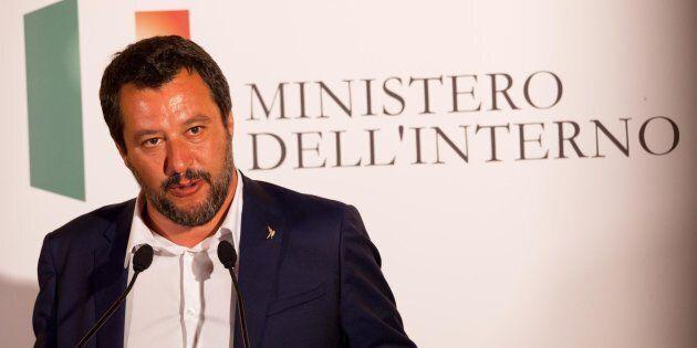 Nave Diciotti, Matteo Salvini indagato dalla procura di Agrigento. Lui sfida il pm:
