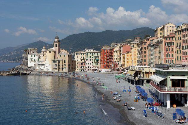 Beach with church Santa Maria Assunta, Camogli, province Genoa, Golfo Paradiso, Riviera di Levante, Liguria,