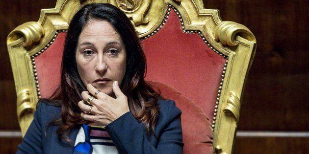 Paola Taverna, il tribunale di Roma 'sfratta' la madre. La senatrice: