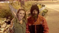 Il senzatetto le regalò 20 dollari, ora l'accusa: