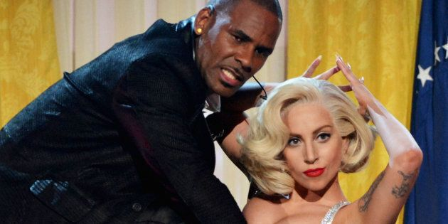 Lady Gaga prende le distanze da R. Kelly, accusato di abusi sessuali:
